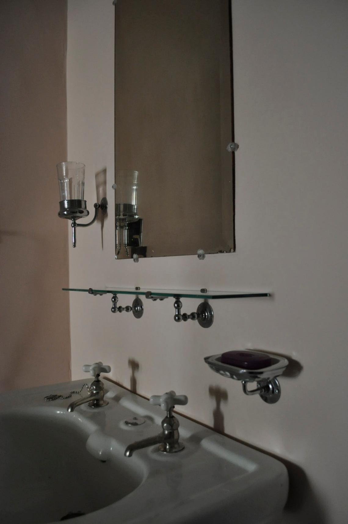 bathshelf.JPG